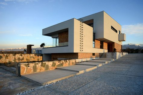 کوهسار ۲۵۲ / استودیو دوازده (نیلوفر نیکسار): برنده تقدیر ویژه جایزه ساختمان سال 1397