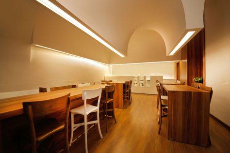 کافه جاسمیر/ محمد کانیسواران: رتبه سوم مشترک گروه بازسازی ساختمانهای عمومی دهمین جایزه معماری داخلی ایران