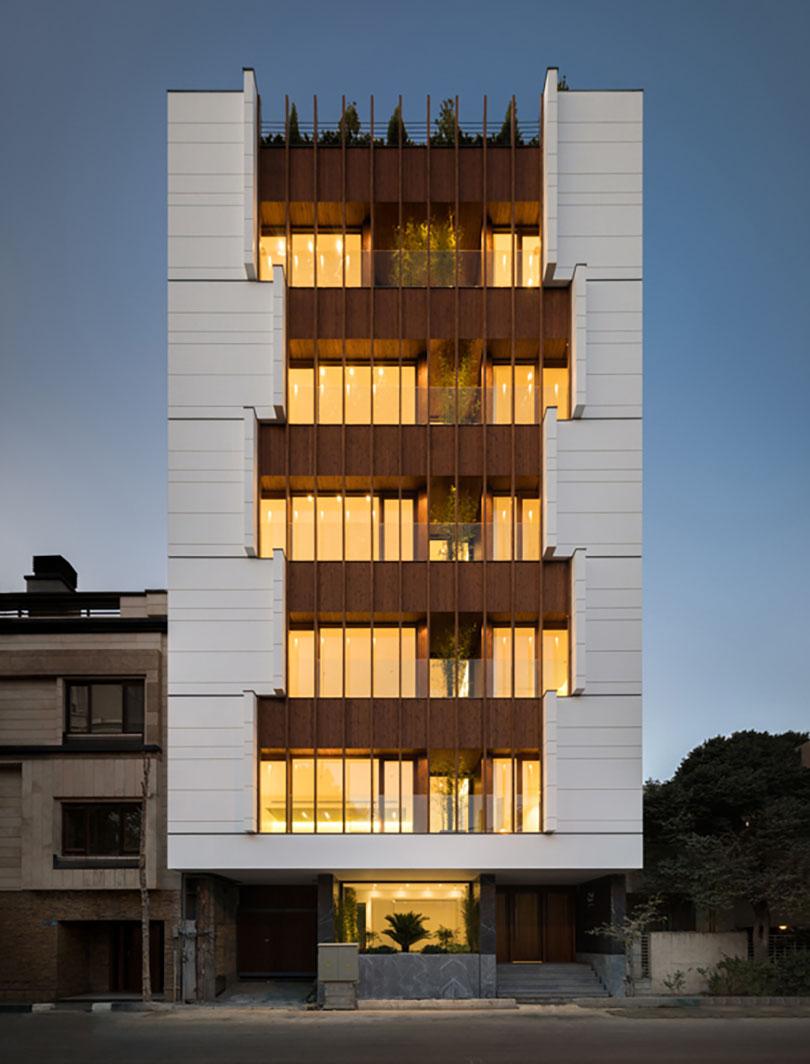 ساختمان مسکونی سی، تهران / دفتر معماری بوژگان (حامد بدری احمدی، فاطمه شریعتی): رتبه دوم گروه مسکونی آپارتمانی جایزه معمار 1397