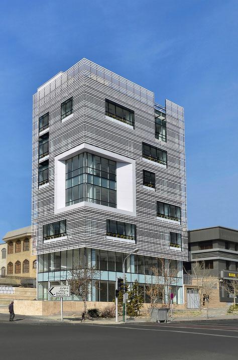 ساختمان اداری سفید / شرکت بهمبر نوین ساز (فرشاد کازرونی، فرناز بخشی، آذین سلطانی) | برنده جایزه آرکیتایزر 2017 در گروه «جزئیات ـ معماری + نما»، با انتخاب عمومی