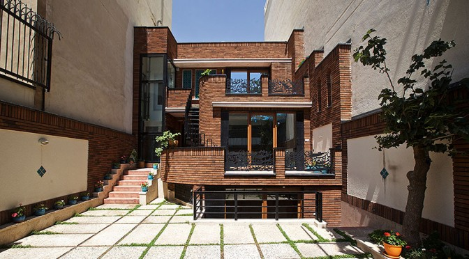 Olfat House / Naghsh-e-Firouzeh Design Group
