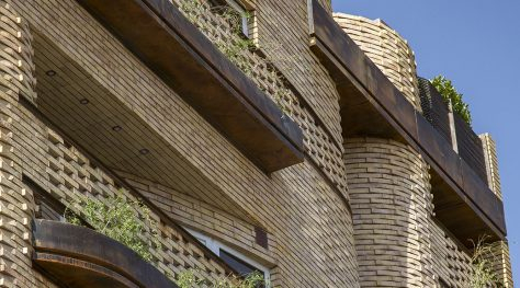 Safari Residential Apartment / Ashari Architects